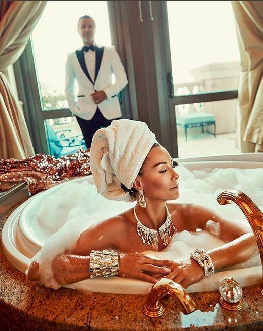 Kąpiąc się w luksusie...